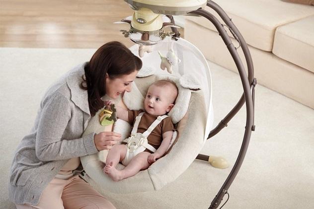 Бебешки шезлонг и кошара - безопасност и забавление за бебето